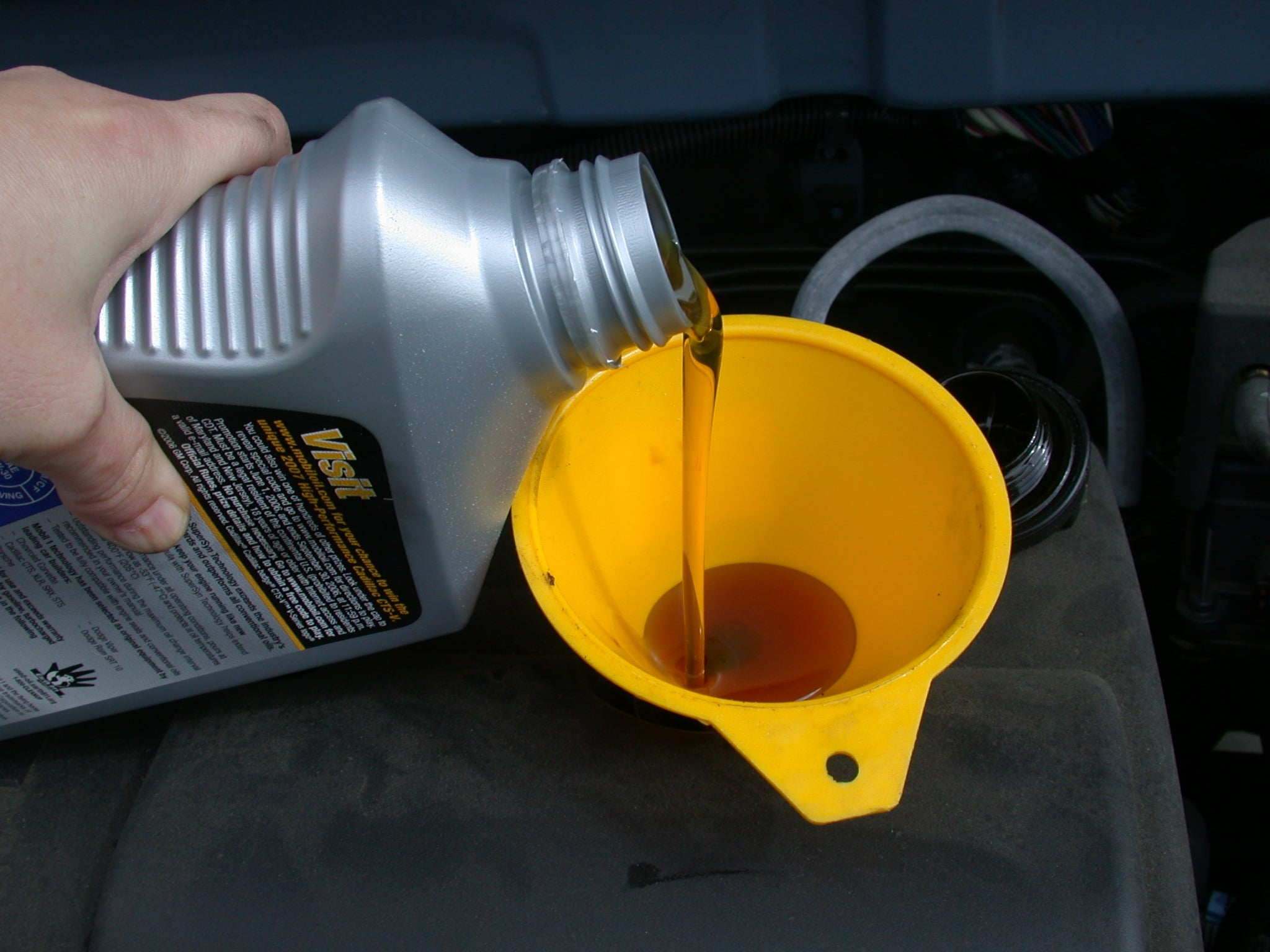 Filling out the new engine oil